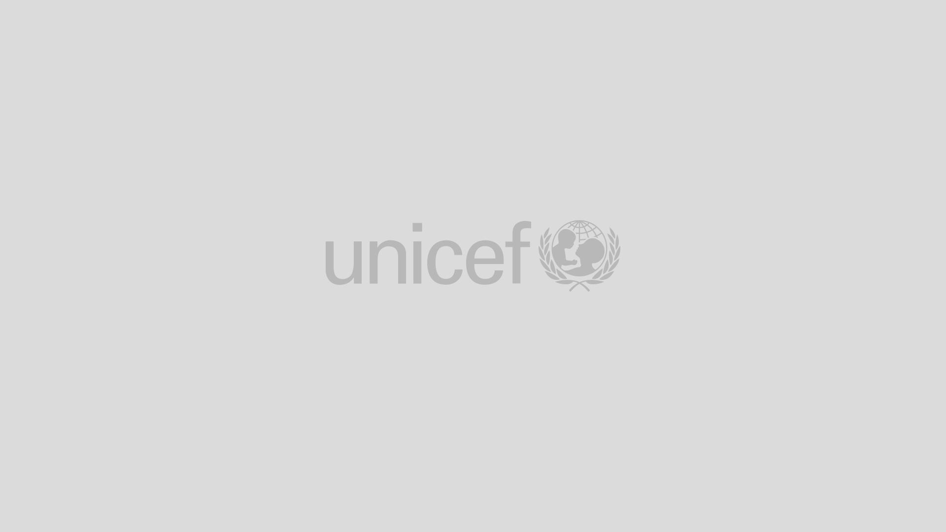 895ac45c68 Online - biztonságban - UNICEF