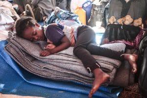Etiópia menekült lány alszik