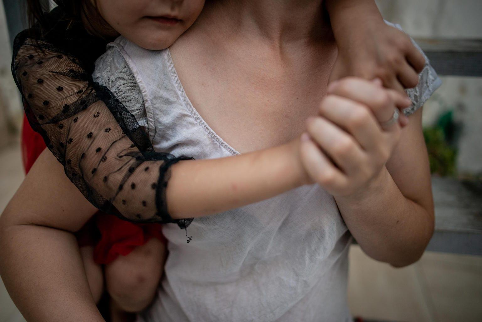 Anya gyermek ölelés mentális egészség UNICEF